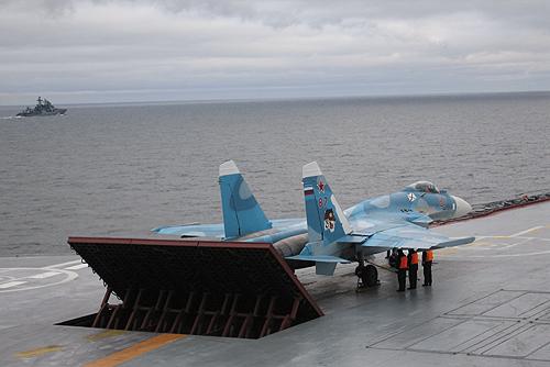 File:Sukhoi Su-33 on Admiral Kuznetsov-2.jpg