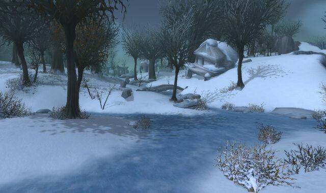 Datei:Dragonblight -- Dark snowy path copy.jpg