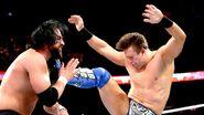 The-Miz kick Sandow