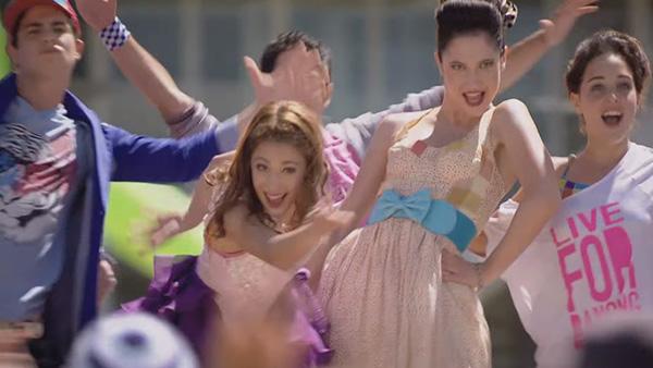 File:Vid promo Violetta-(Martina-Stoessel) En-mi-Mundo.jpg