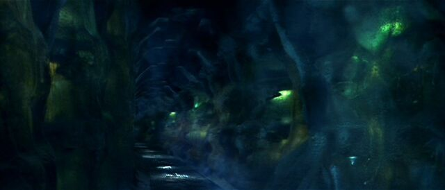 File:Alien Cyrochamber hallway more overgrown with ice.jpg