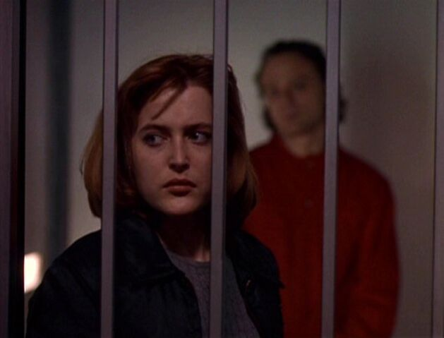 File:Dana Scully watched by Boggs.jpg