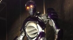 Bryan-Singer-Shows-Off-Sentinel-in-X-Men-Days-of-Future-Past-Photo-1-