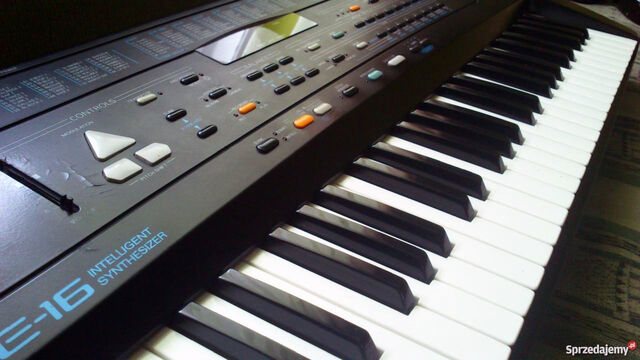 File:1000x901c keyboard-roland-e-21686942.jpg