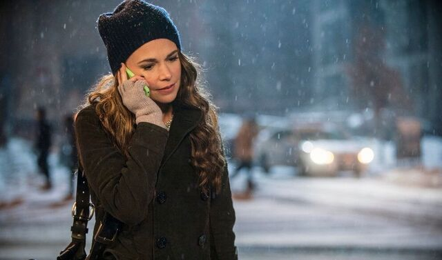 File:Liza on the phone.jpg