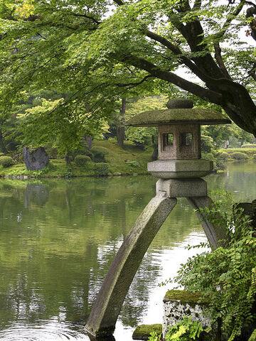 File:Kenroku-en Kotoji Lantern.jpg
