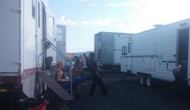 File:Behind the scenes.jpg
