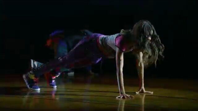 File:Zoey Stevens dancing (17).jpg