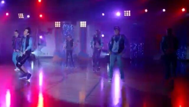 File:Zoey Stevens' dance squad (2).jpg