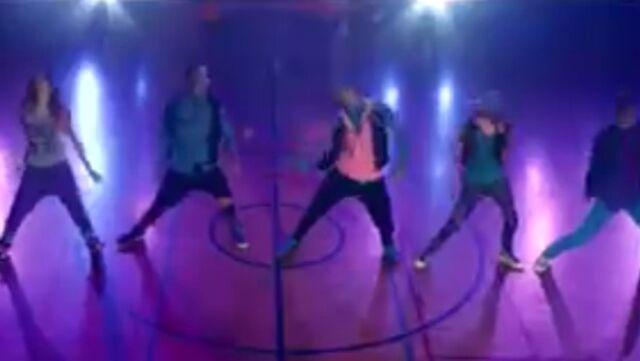 File:Zoey Stevens' dance squad (12).jpg