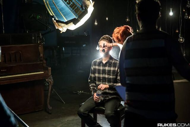 File:Hayley Williams applying Zedd's makeup behind the scenes of the Stay the Night music video.jpg
