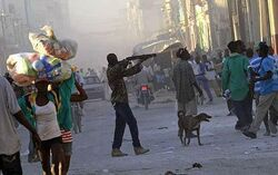 Haiti looting 1560501c