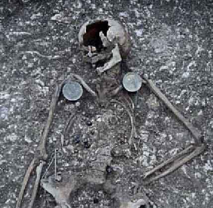 File:85 grave1.jpg